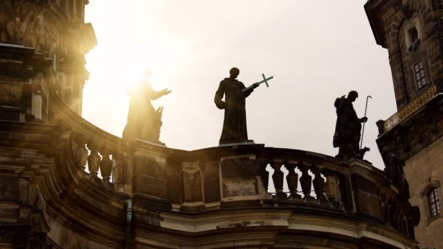 キリスト教の彫像, タイムラプス ビデオ