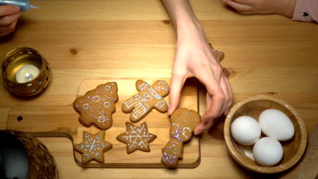 vídeos y material grabado en eventos de stock de galletas de navidad con ingredientes de la hornada - galleta dulces
