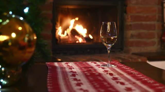 ds クリスマスの装飾暖炉の - テーブル 無人のビデオ点の映像素材/bロール