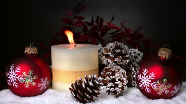 Weihnachtsdekoration mit Kerze – Video
