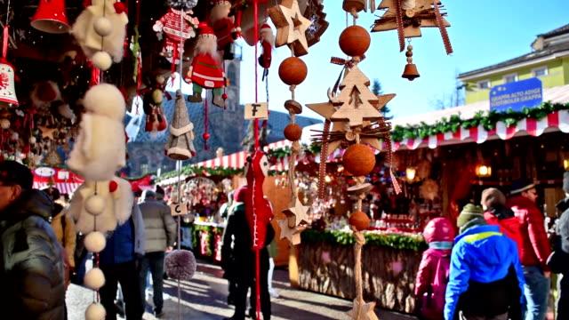 weihnachtsdekoration - weihnachtsmarkt stock-videos und b-roll-filmmaterial