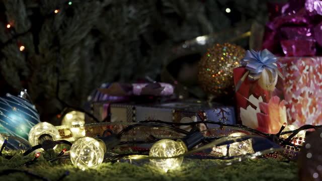 weihnachtsabend - girlande dekoration stock-videos und b-roll-filmmaterial