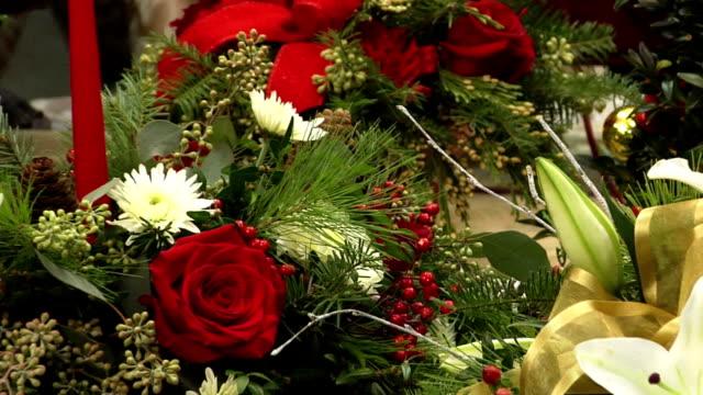 natale decorazioni floreali - bouquet video stock e b–roll