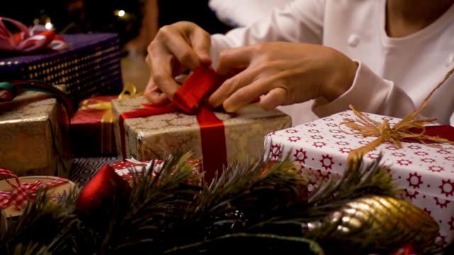 рождественский подарок подарки украшения - christmas background стоковые видео и кадры b-roll