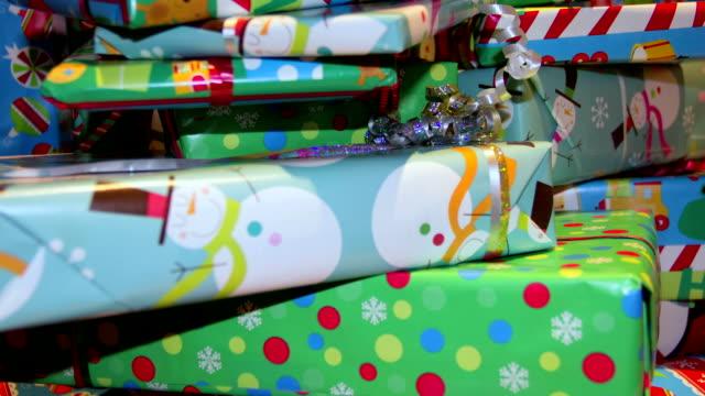 クリスマスギフトの背景 - クリスマスプレゼント点の映像素材/bロール