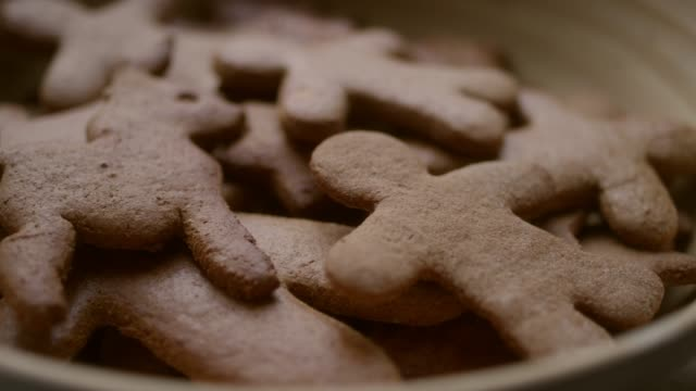christmas pepparkakor - pepparkaka bildbanksvideor och videomaterial från bakom kulisserna