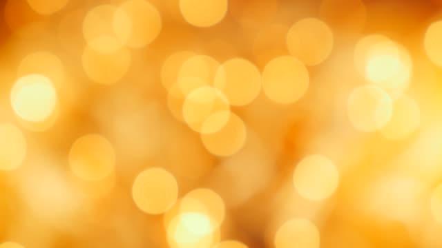 festival dekorasyonu 4k için noel altın arka plan nokta ışıkları - bling bling stok videoları ve detay görüntü çekimi