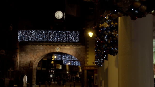 stockvideo's en b-roll-footage met christmas high street - chester engeland