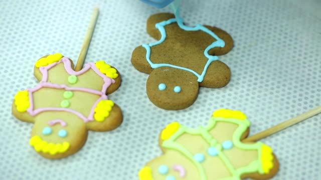 vídeos y material grabado en eventos de stock de galletas caseras de navidad pan de jengibre - suflé