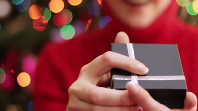 Christmas: Jewellery gift video