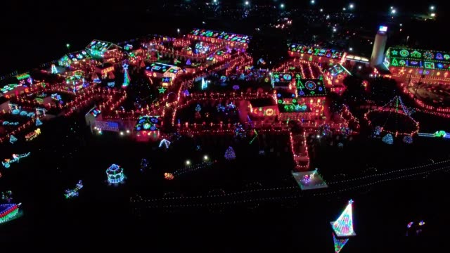 クリスマス光表示、農地、ドローンで見られるように - 展示点の映像素材/bロール