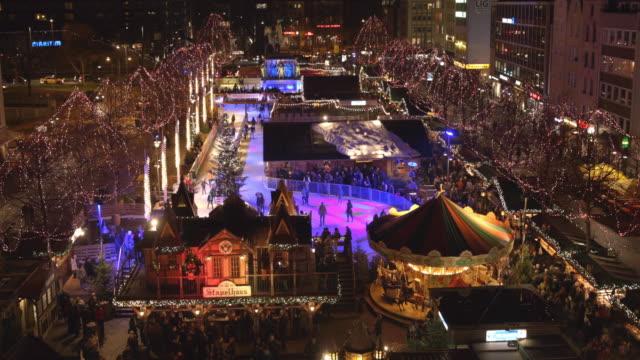 weihnachtsmarkt am heumarkt in köln - weihnachtsmarkt stock-videos und b-roll-filmmaterial