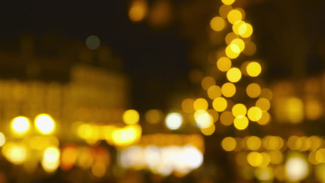 Christmas Market Impressionen - defokussierten Schuss von einem schönen Weihnachtsmarkt bei Nacht - ProRes – Video
