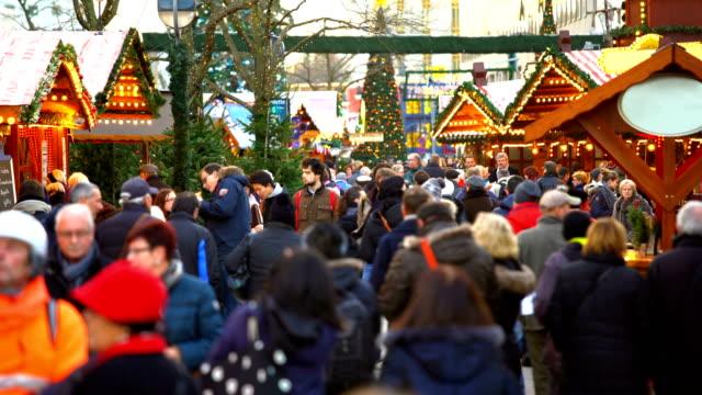 weihnachtsmarkt in berlin, zeitraffer - weihnachtsmarkt stock-videos und b-roll-filmmaterial