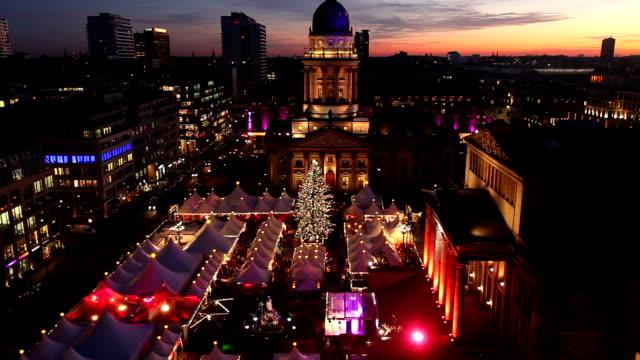 weihnachtsmarkt in berlin - weihnachtsmarkt stock-videos und b-roll-filmmaterial