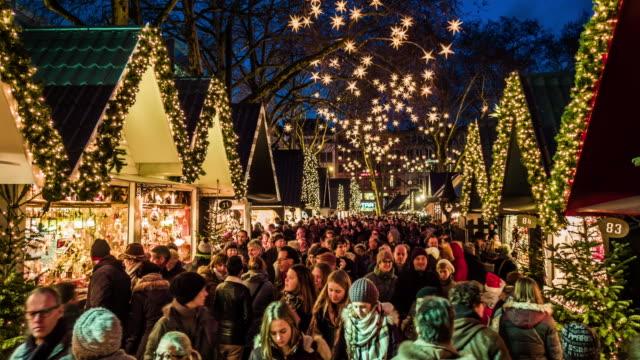 weihnachtsmarkt in köln - weihnachtsmarkt stock-videos und b-roll-filmmaterial