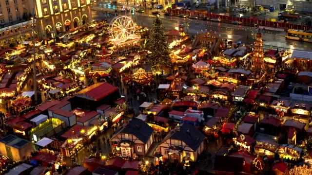 weihnachtsmarkt in dresden, zeitraffer - weihnachtsmarkt stock-videos und b-roll-filmmaterial