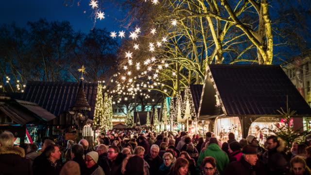 weihnachtsmarkt in deutschland - weihnachtsmarkt stock-videos und b-roll-filmmaterial