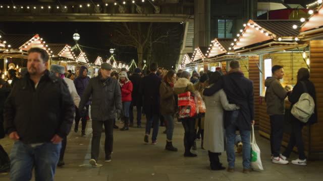 weihnachtsmarkt, in london, bei nacht - weihnachtsmarkt stock-videos und b-roll-filmmaterial