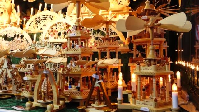 weihnachtsmarkt in nürnberg, deutschland - weihnachtsmarkt stock-videos und b-roll-filmmaterial