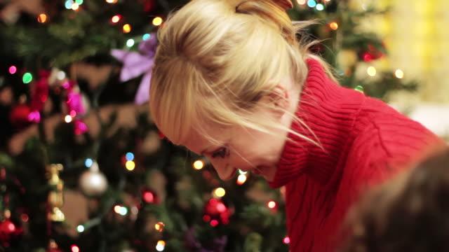 Weihnachten: Mama's Schmuck – Video