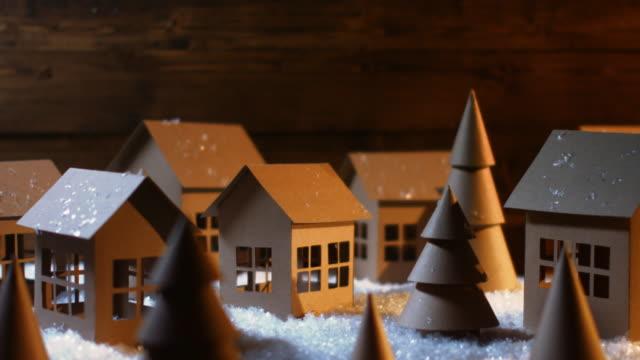 weihnachten - papier-häuser - hausdekor stock-videos und b-roll-filmmaterial