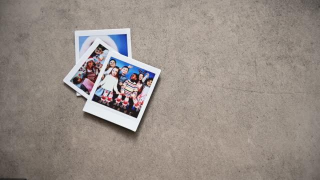 stockvideo's en b-roll-footage met kerst preschool instant print transfer - polaroid