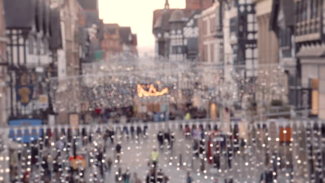 stockvideo's en b-roll-footage met christmas shoppers - chester engeland