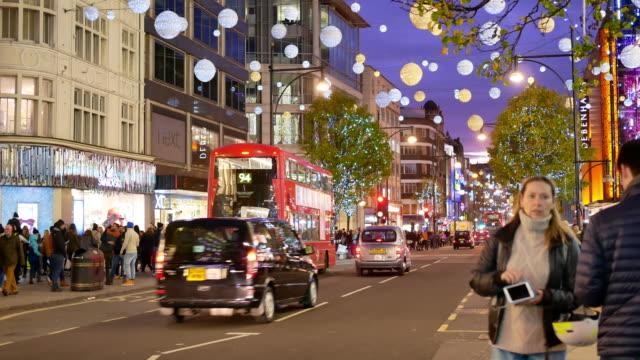 オックスフォード ・ ストリート、ロンドンに 4 k のクリスマス ・ ショッピング - ロンドンのファッション点の映像素材/bロール