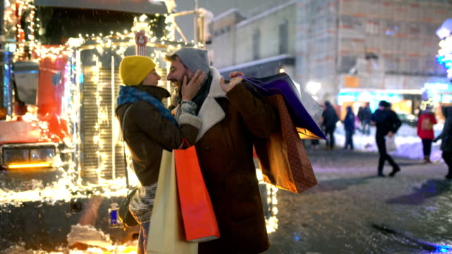 Weihnachts-shopping street. – Video