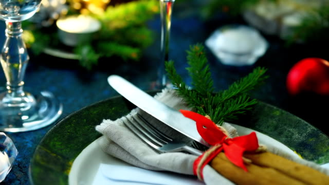 christmas table place - tafelbesteck stock-videos und b-roll-filmmaterial