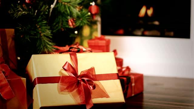 christmas time - christmas presents bildbanksvideor och videomaterial från bakom kulisserna