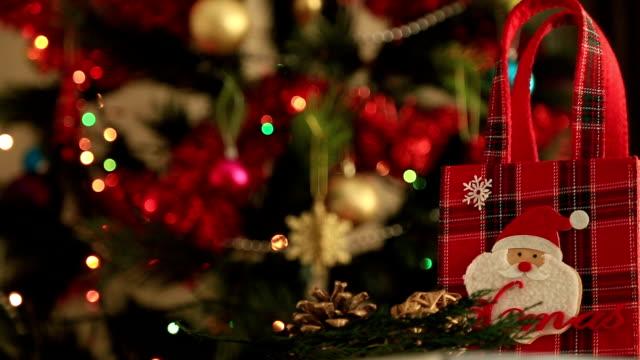 albero di natale e il regalo di natale - sotto video stock e b–roll