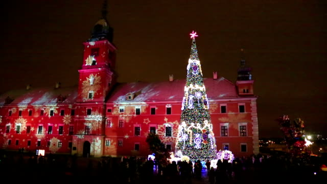 Christmas tree at Castle Square in Warsaw, Poland Crowd around Christmas tree decorated for holidays at square near The Royal Castle. royalty stock videos & royalty-free footage