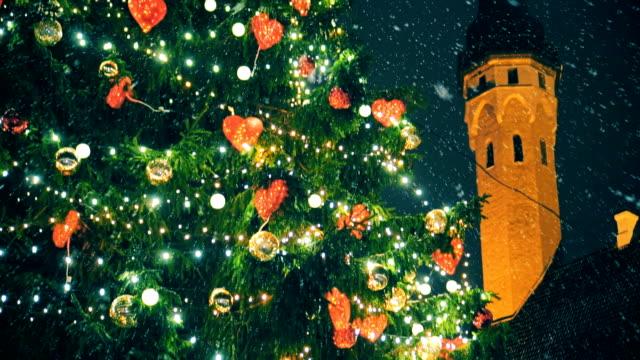 christmas tree at the town hall square. - estonia video stock e b–roll