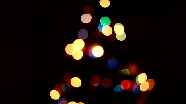 weihnachtsbaum bunten bokeh - negativ bildart stock-videos und b-roll-filmmaterial
