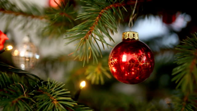stockvideo's en b-roll-footage met kerstboom decoraties - kerstbal