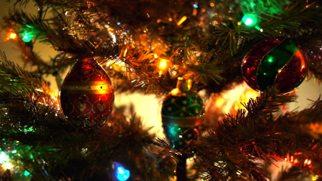 christmas tree decorations video