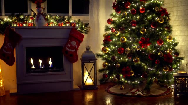 christmas tree near fireplace at home - christmas decoration стоковые видео и кадры b-roll