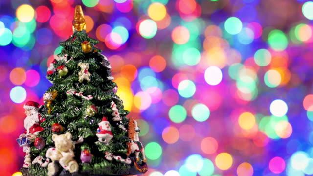 weihnachtsbaum zu drehen. - kieferngewächse stock-videos und b-roll-filmmaterial
