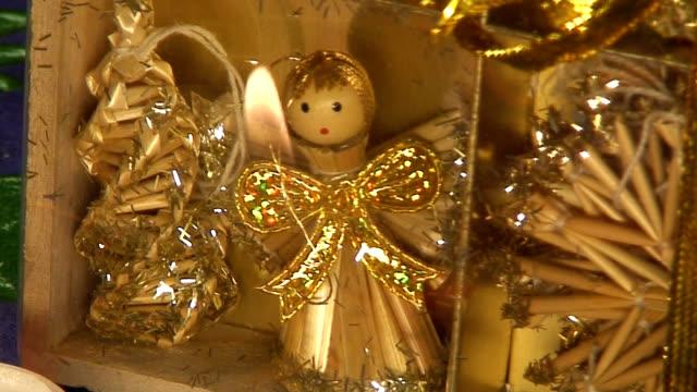 christmas tree toy made from straw (hd 1080/60i) - halmslöjd bildbanksvideor och videomaterial från bakom kulisserna
