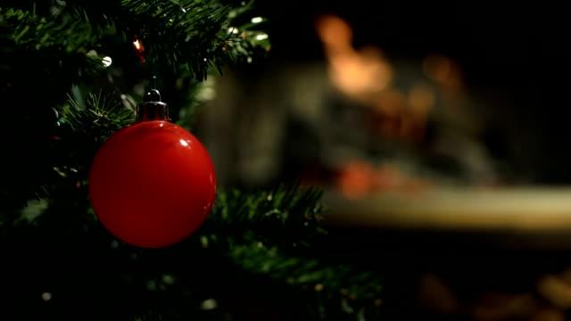stockvideo's en b-roll-footage met hd: christmas tree - christmas cabin