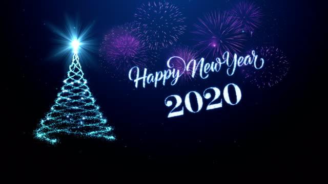 weihnachtsbaum mit glücklichem neuen jahr wünscht sich für das jahr 2020 in blau - christmas card stock-videos und b-roll-filmmaterial