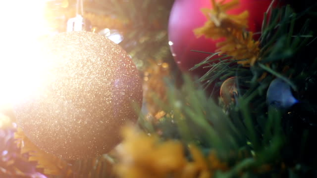 pan christmas tree with ornaments and defocused lights - christmas decoration стоковые видео и кадры b-roll
