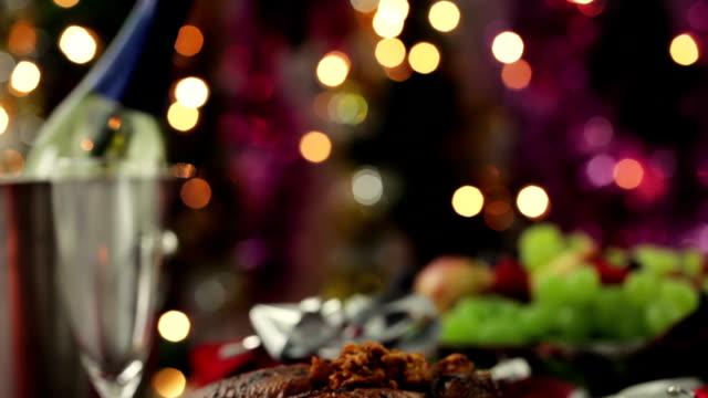 クリスマスの七面鳥ディナー - テーブル 無人のビデオ点の映像素材/bロール