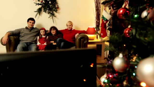 stockvideo's en b-roll-footage met jib: christmas tv - christmas family