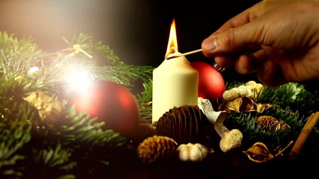 weihnachten mit dekoration und kerze - advent stock-videos und b-roll-filmmaterial