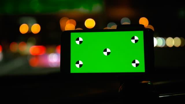 chroma key telefon auto während der fahrt handgesten - wohngebäude innenansicht stock-videos und b-roll-filmmaterial