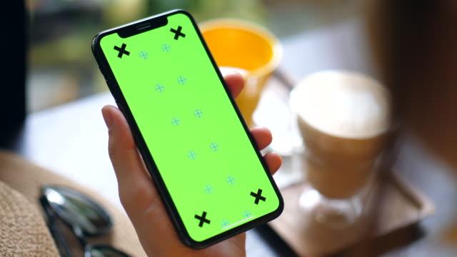 色度鍵智慧手機 - 握住 個影片檔及 b 捲影像