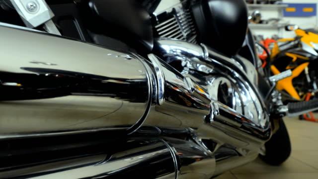摩托車鉻排氣管 - 部分 個影片檔及 b 捲影像